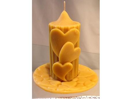 Sviečka Valček so srdciami na tanieri