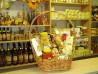 Ajándék kosár méhészeti termékekből